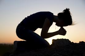 WOMAN-PRAYING-ON-HER-KNEES-MED
